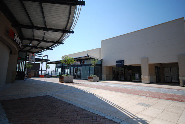 Stoneridge Shopping Centre