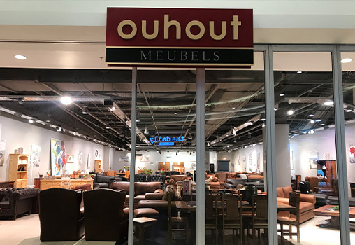 Ouhout Furniture Pop-Up