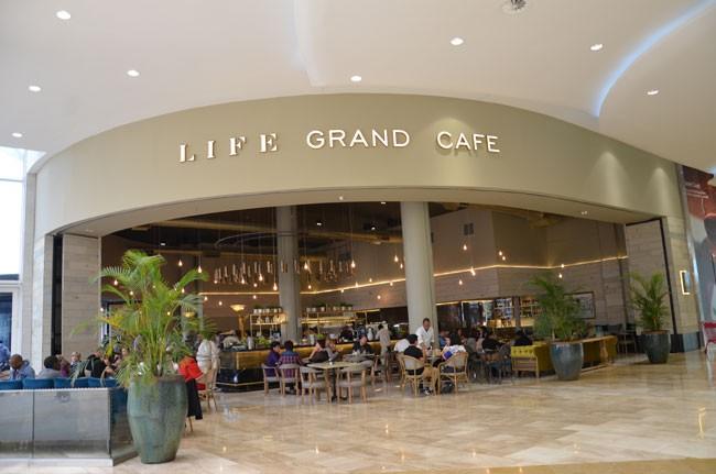 Life Grand Café
